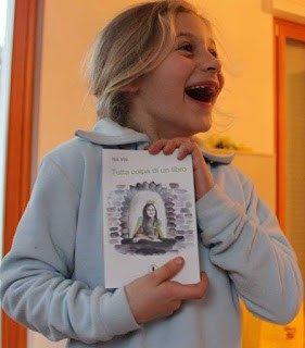 """La bellezza magica del sorriso di una bambina…Valentina a Natale  riceve dalla mamma """"Tutta colpa di un libro"""""""