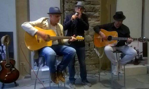 """""""Corde Nuove"""", un trio d'artisti che unisce musica e arte"""