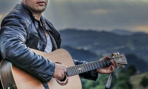 Sabato 18 marzo il cantautore reggiano Mirko Colombari in concerto al Maverick pub di Castelnovo Ne' Monti
