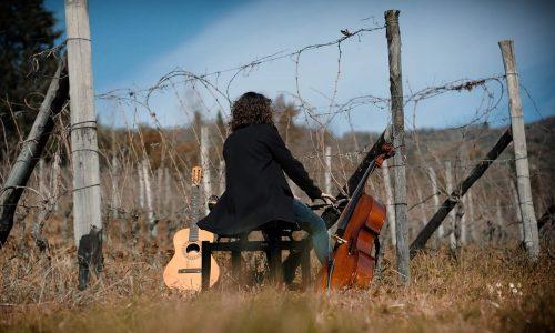 """Bacco incontra la Musica. La cantautrice viareggina Eleonora Tirrito presenta """"Cinque Stagioni di Vite"""""""