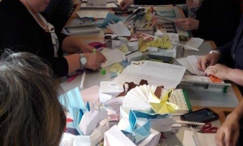 Alla Biblioteca di Novara insegnanti alle prese con origami e riciclo
