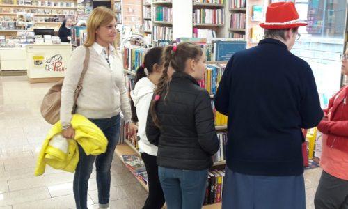"""Dona un libro e aiuta a far """"crescere"""" le biblioteche scolastiche: grande partecipazione alla libreria Paoline di Novara"""