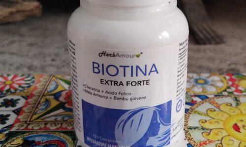 """""""Biotina extra forte"""", l'efficace novità HerbAmour per la bellezza e la salute dei capelli"""